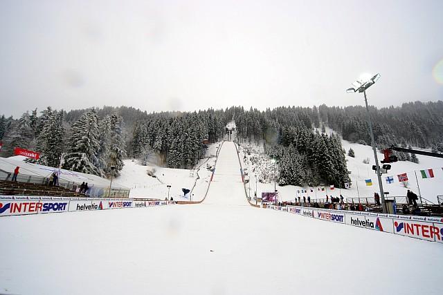 http://www.skijumping.pl/newsy/zdjecia/powieksz/engel_skocznia_dzien_2008-12-20_12-41-08.jpg